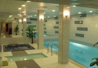 http://hotellooking.com/?lang=bg&page=hotel&id=hotel_zugl