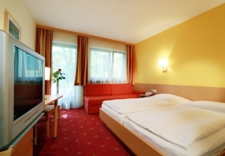http://hotellooking.com/?lang=en&page=hotel&id=hotel_zur_post