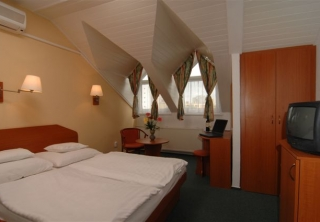 http://hotellooking.com/?lang=en&page=hotel&id=hunguest_hotel_fl