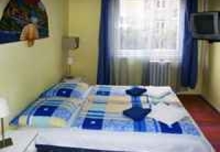 http://hotellooking.com/?lang=en&page=hotel&id=judit_apartment_house
