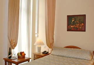 http://hotellooking.com/?lang=en&page=hotel&id=maria_luisa_hotel