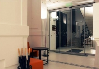 http://hotellooking.com/?lang=de&page=hotel&id=opera_garden_hotel___apartments