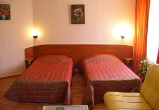http://hotellooking.com/?lang=ru&page=hotel&id=palitra