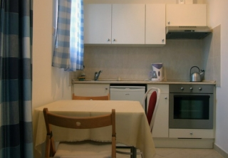 http://hotellooking.com/?page=hotel&id=papillon_apartments