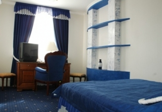 http://hotellooking.com/?lang=ru&page=hotel&id=pearl_of_the_dnieper_-_perlina_dnepra