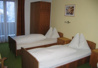 http://hotellooking.com/?lang=hu&page=hotel&id=pension_berghof