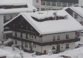 http://hotellooking.com/?page=hotel&id=pension_berghof