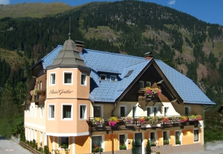 http://hotellooking.com/?lang=ru&page=hotel&id=pension_gruber