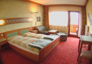http://hotellooking.com/?lang=hu&page=hotel&id=pension_zum_m