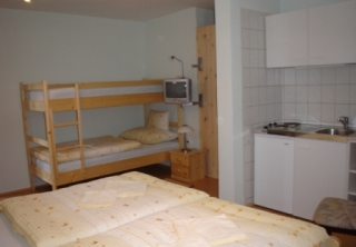 http://hotellooking.com/?page=hotel&id=polus_panzio