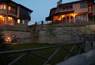 http://hotellooking.com/?page=hotel&id=rodopi_houses