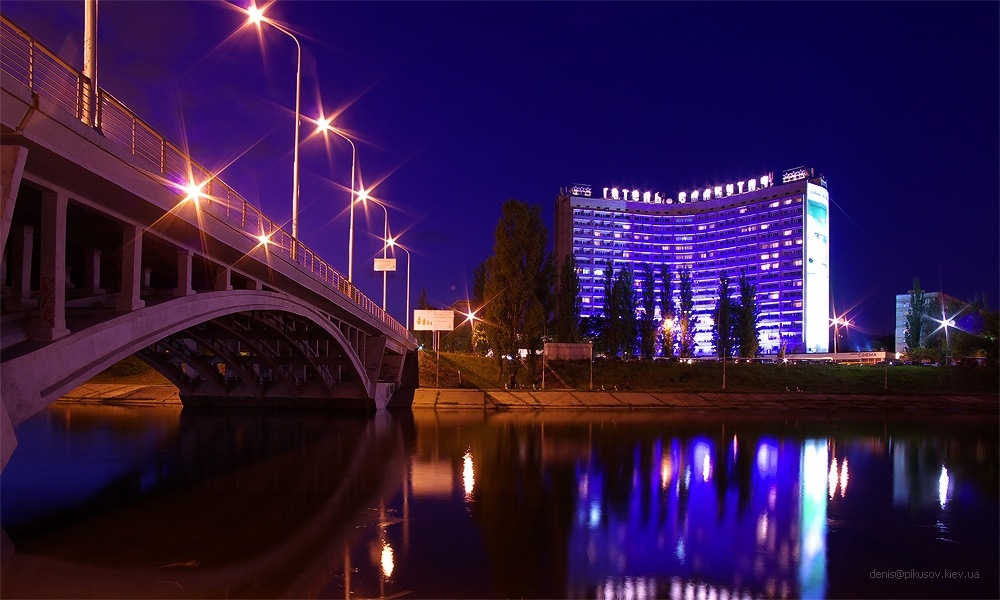 http://hotellooking.com/?lang=ru&page=hotel&id=slavutich