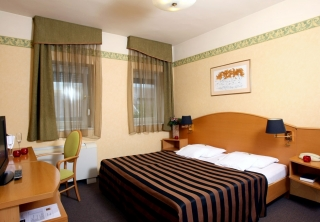 http://hotellooking.com/?page=hotel&id=szent_j