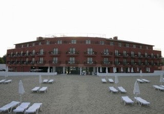http://hotellooking.com/?lang=bg&page=hotel&id=the_dune_hotel