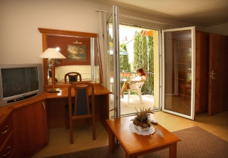 http://hotellooking.com/?lang=en&page=hotel&id=timpa_h