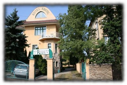 http://hotellooking.com/?page=hotel&id=villa_hotel_kristal