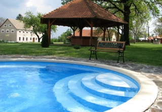 http://hotellooking.com/?page=hotel&id=villa_weber_konferencia_