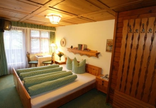 http://hotellooking.com/?page=hotel&id=walch_s_camping___landhaus