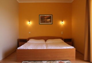 http://hotellooking.com/?lang=hu&page=hotel&id=wellness_park_panzio