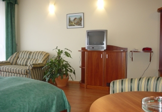 http://hotellooking.com/?lang=bg&page=hotel&id=wolf_hotel